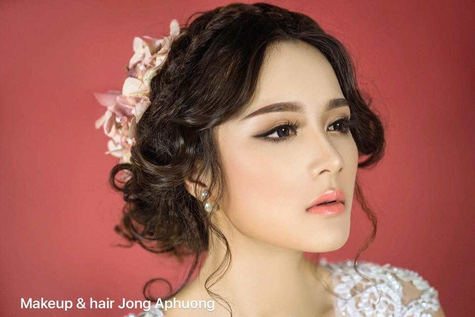 Cách chọn phấn nền trang điểm cô dâu đẹp hoàn hảo 2