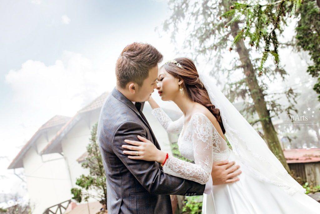 Tạo dáng chụp ảnh cưới lãng mạn và mới lạ tại TuArts Nguyen 2