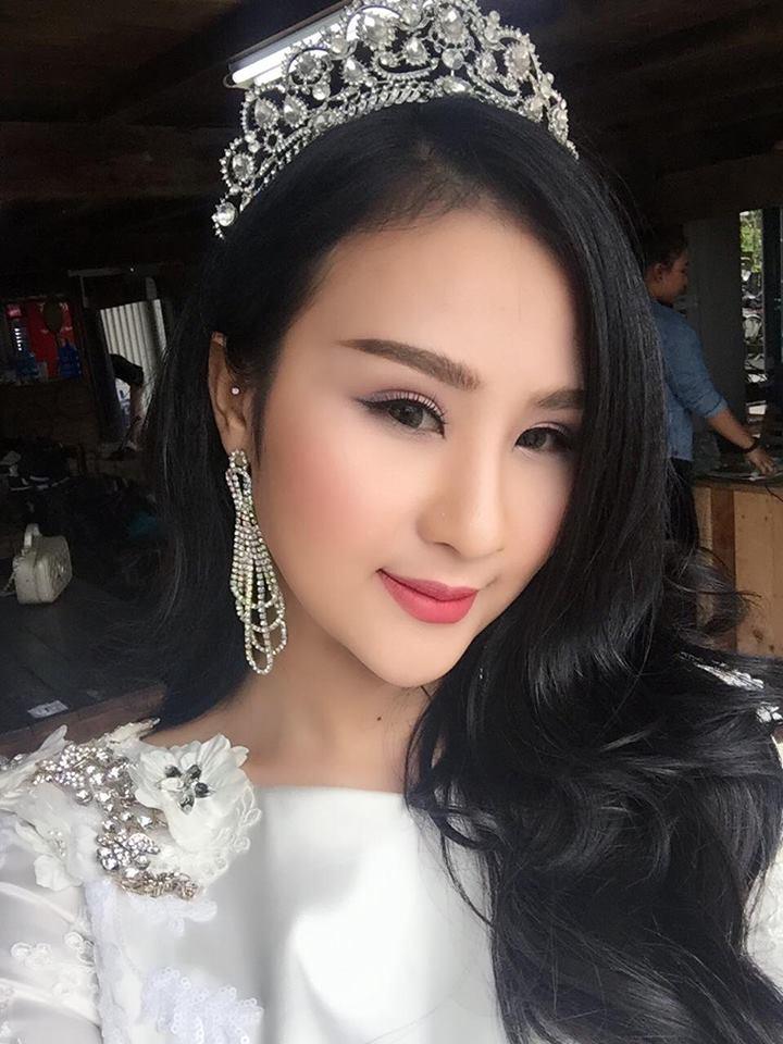 Cách chọn phấn nền trang điểm cô dâu 1