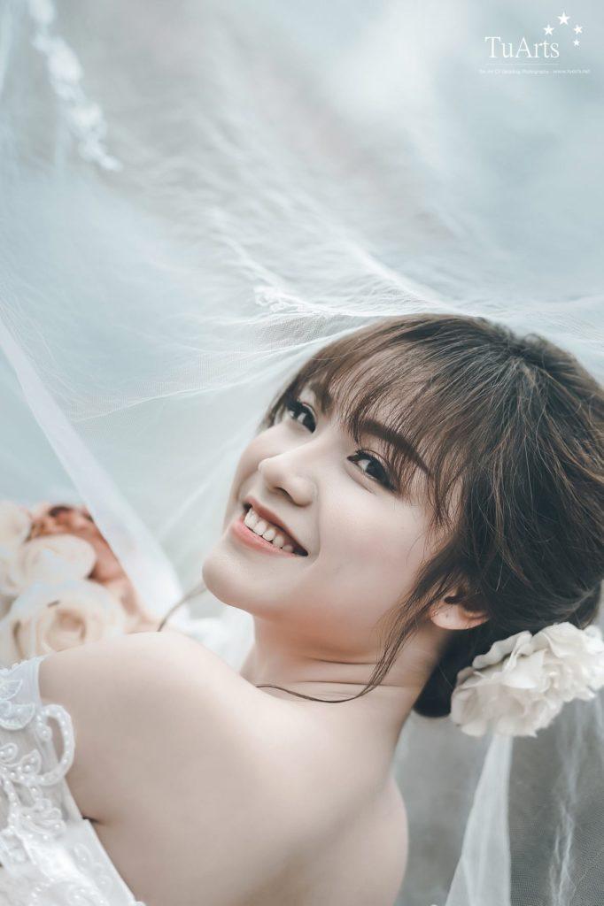 Cách chọn phấn nền trang điểm cô dâu