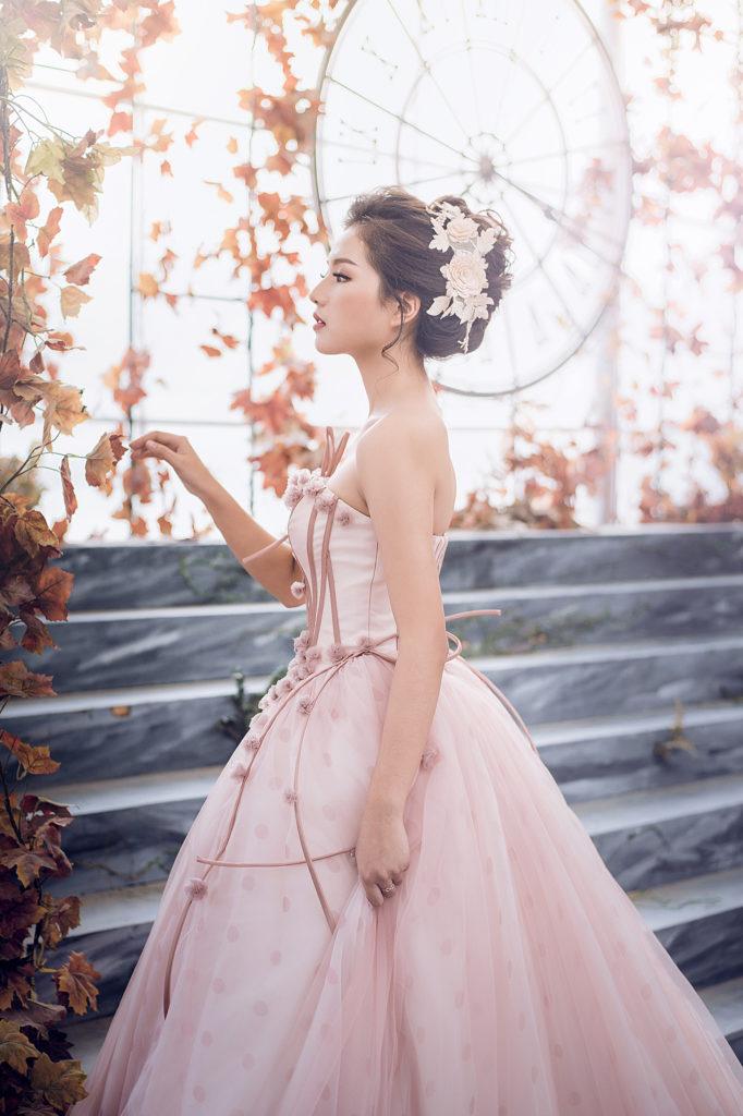 Bí quyết chọn váy cưới đơn giản mà lộng lẫy