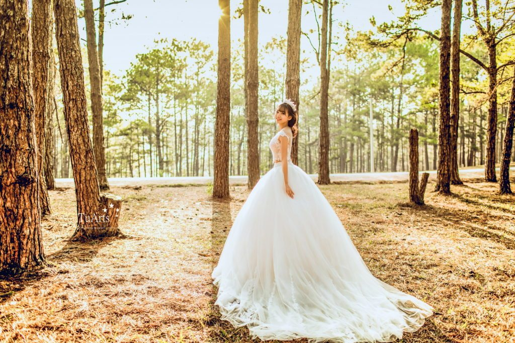 Chọn váy cưới đẹp tinh khôi – Váy cưới đẹp cho cô dâu yêu màu trắng
