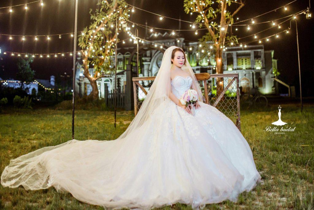 Cách chọn váy cưới đẹp cho cô dâu vóc dáng nhỏ bé 1