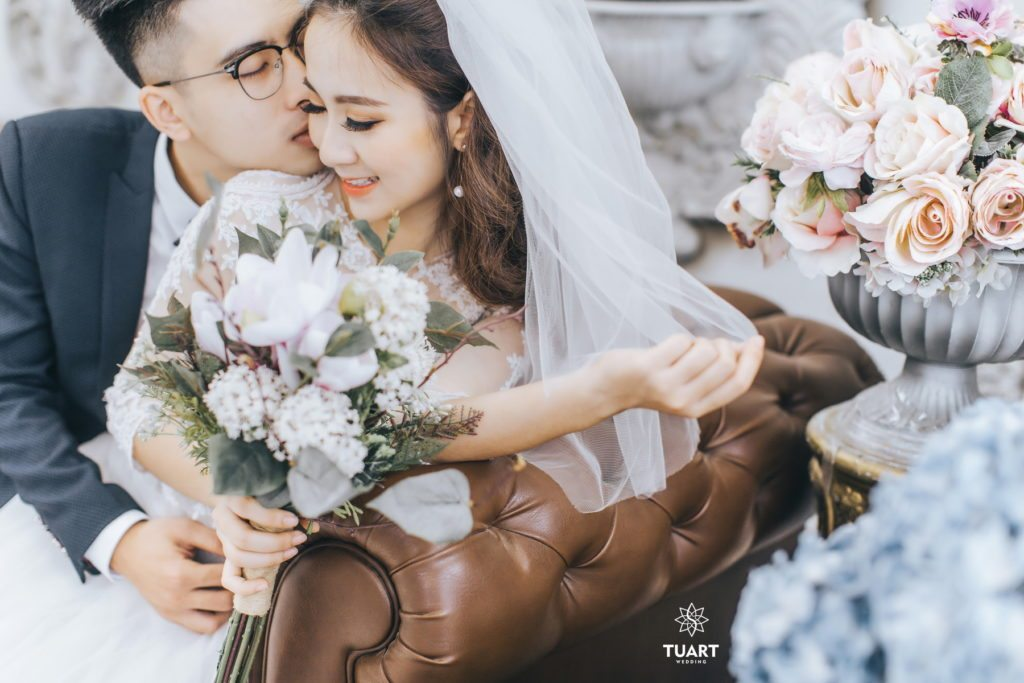 Tạo dáng chụp ảnh cưới lãng mạn và mới lạ tại TuArts Nguyen