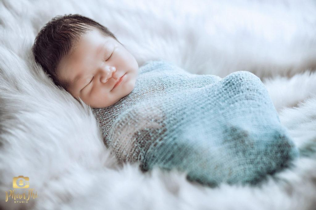 Album ảnh bé sơ sinh 8 ngày tuổi