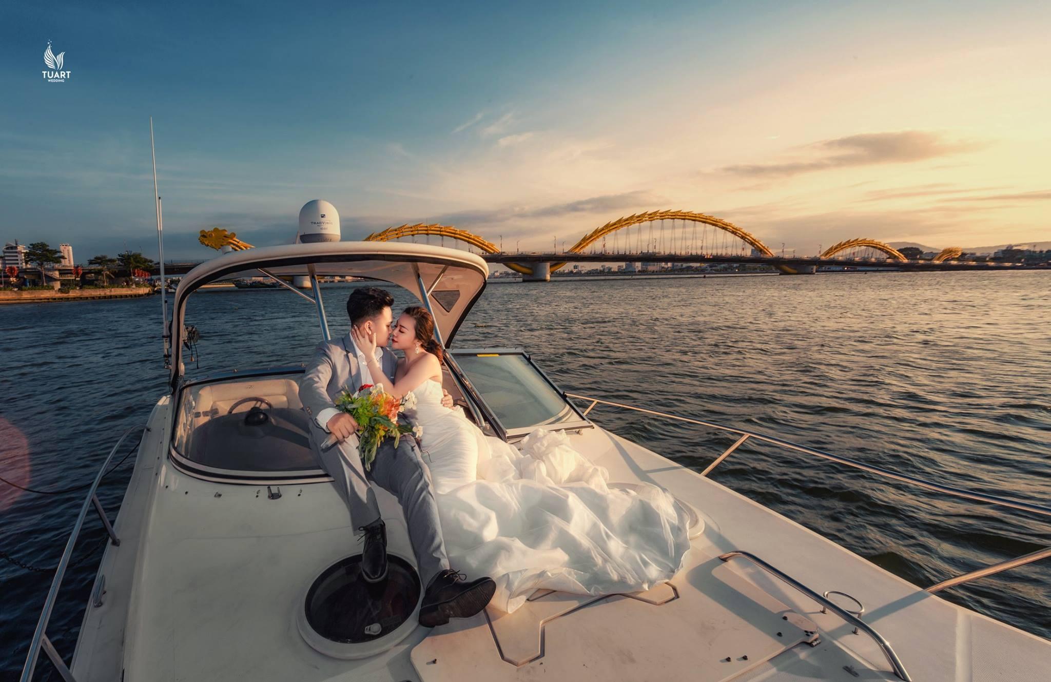 Album tại Đà Nẵng – Album chụp ảnh cưới đẹp Du thuyền trên sông Hàn