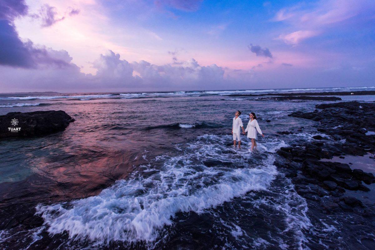 8 Cách Tạo Dáng Ngoại Cảnh Biển Ấn Tượng Khi Chụp Hình Cưới 12