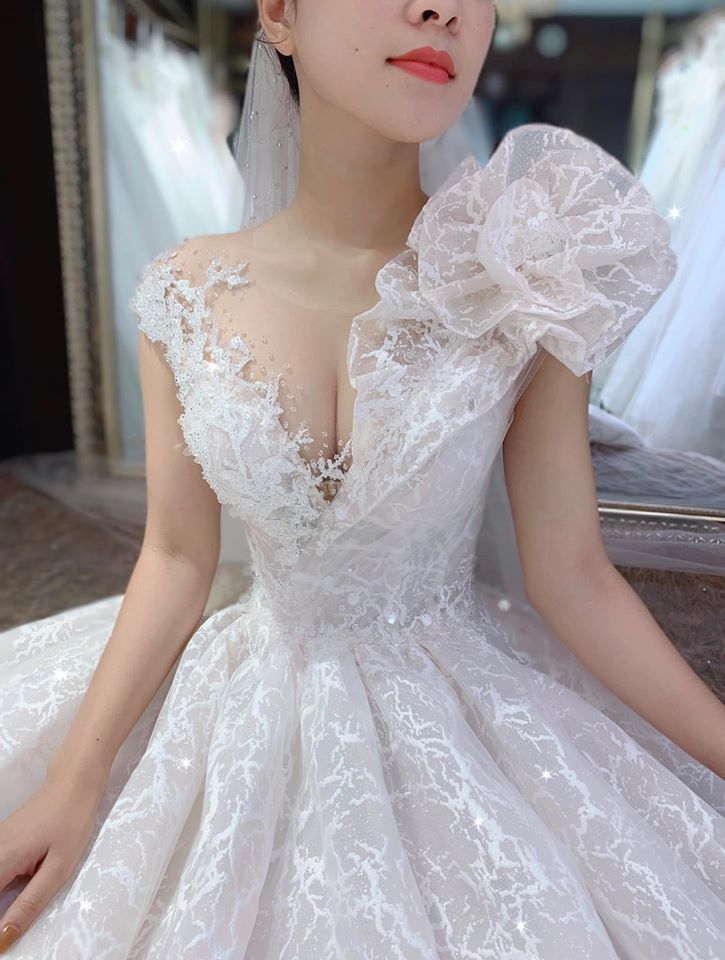thuê váy cưới đẹp đà nẵng