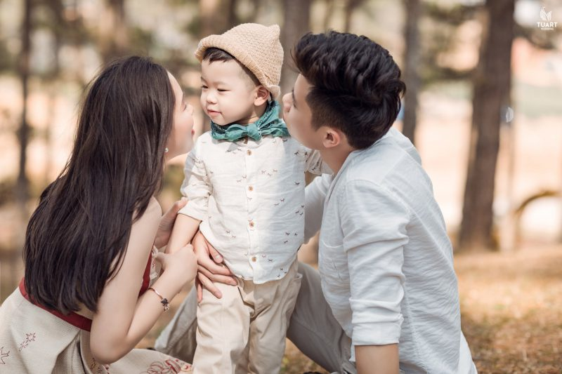 chụp ảnh gia đình kỷ niệm ngày cưới